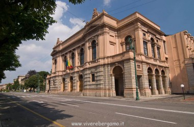 esterno teatro Donizetti Bergamo