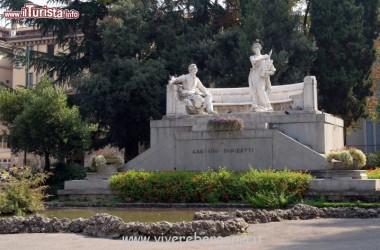 monumento teatro Donizetti Bergamo