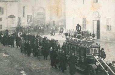 Corteo funebre in piazza San Giuliano Albino