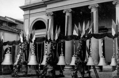 Esposizione delle campane sul sagrato di San Giuliano