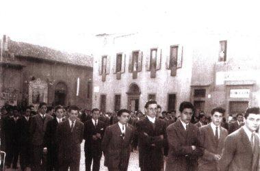 Piazza San Giuliano, primi anni Cinquanta, processione del Corpus Domini.