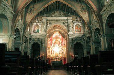 L'interno delle Pieve San Vittore, ex Collegiata, di Terno d'Isola