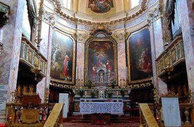 """Altare Desenzano al Serio (Bergamo) Il Santuario è chiamato della """"Madonna della gamba"""""""
