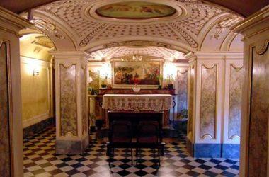 """Desenzano al Serio (Bergamo) Il Santuario è chiamato della """"Madonna della gamba"""""""