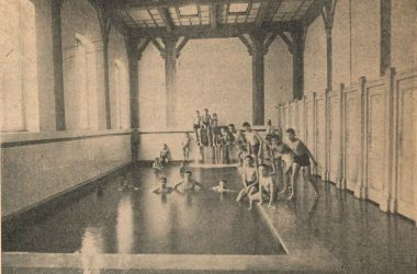 Giovani crespesi ai bagni pubblici