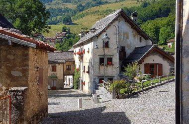 Il Borgo antico di Arnosto Fuipiano Valle Imagna