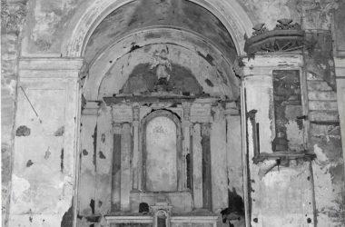 La Vecchia Chiesa di San Fedele Uno degli altari laterali, oggi completamente scomparsi - Calusco d'Adda.jpg
