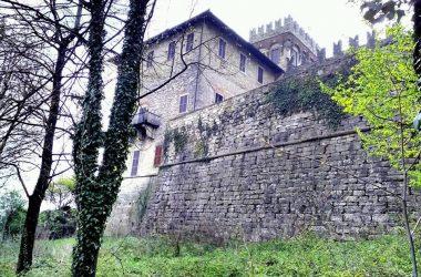 Le mura del Castello di Costa di Mezzate