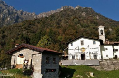Santuario della Madonna del Frassino con vista sui contrafforti rocciosi d'Alben