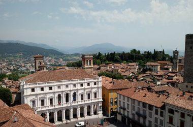Vista Torre Civica Campanone Bergamo Alta