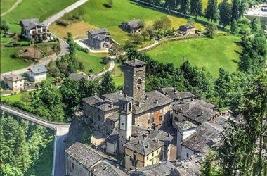 castello del Ginami visto dall'alto a Gromo